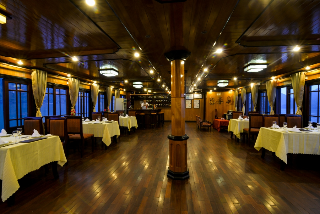 Halong vspirit cruise_dinning room.jpg