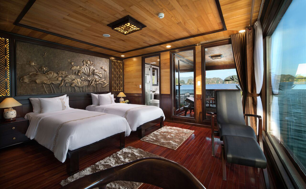 Twin beds room on Perla dawn sails