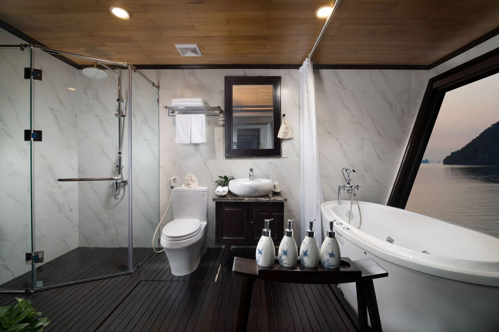 private bathroom on Perla dawn sails
