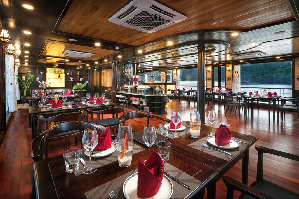 Restaurant on Perla dawn sails