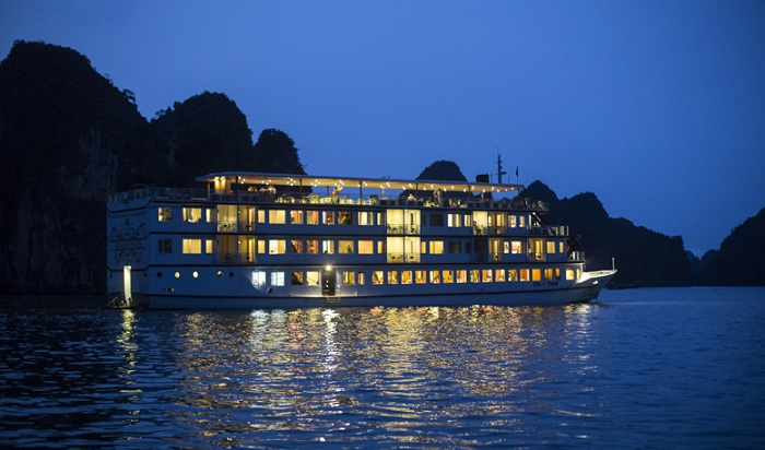 Overview at night of halong huong hai sealife cruise