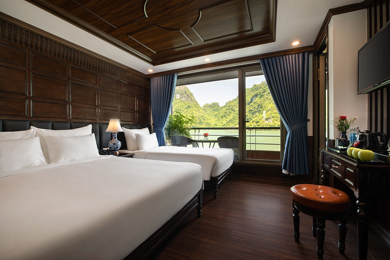 Halong Doris Cruise family room