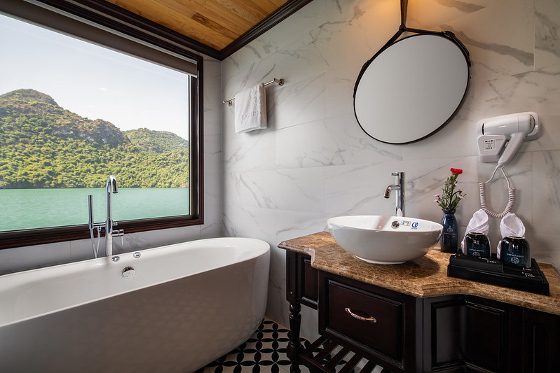 Halong Doris Cruise bathroom room