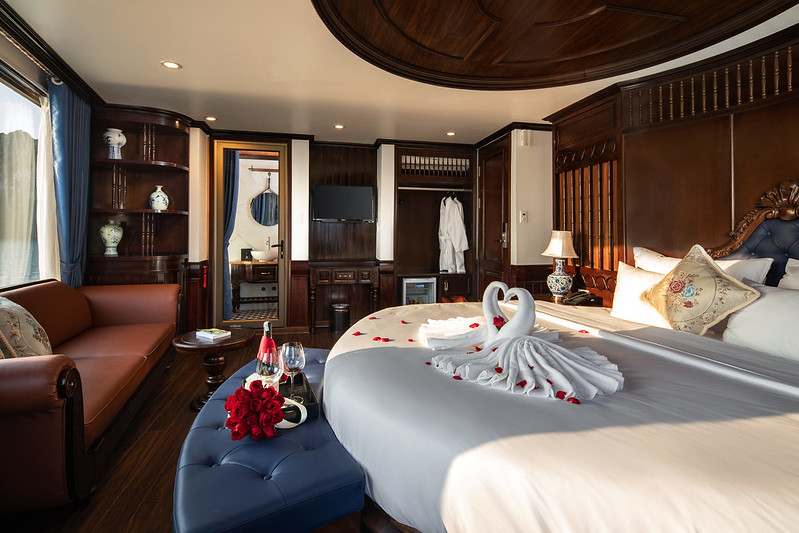 Halong Doris Cruise honeymoon room