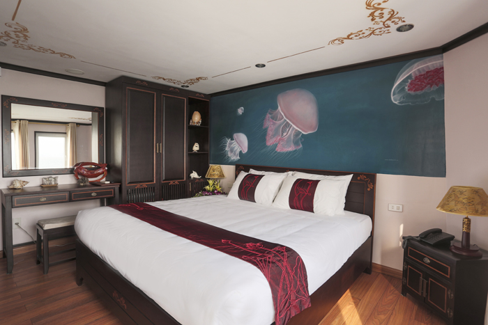 Double room on halong huong hai sealife cruise