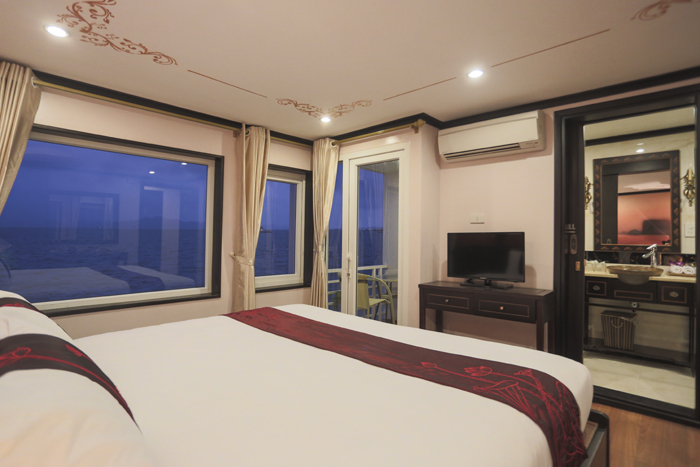deluxe double room on sealife cruise halong bay