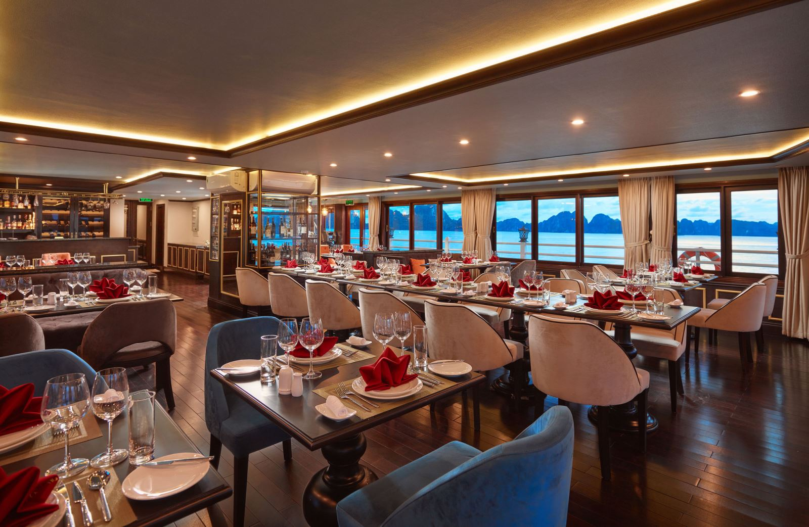 Restaurant on halong athena cruise
