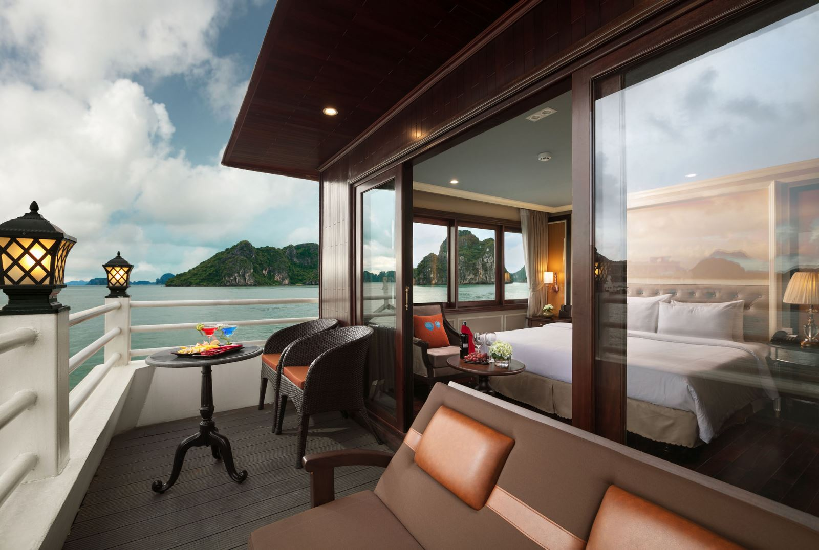Private balcony room on halong athena cruise
