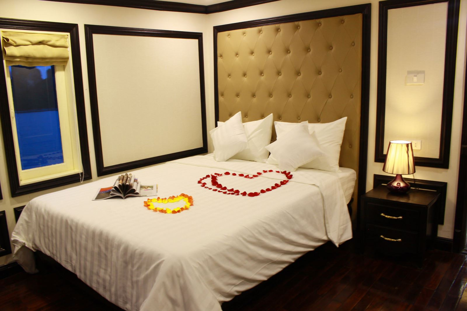 Halong amisa cruise - suite room.jpg