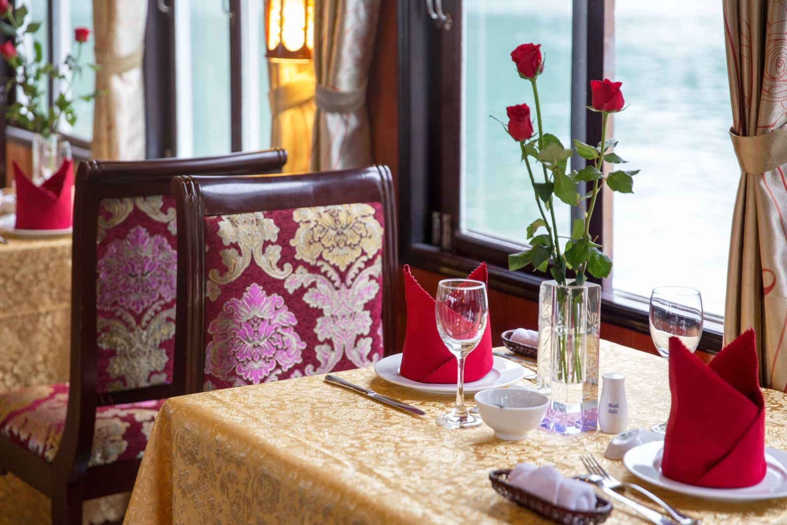 halong rosa cruise-dinning room.jpg