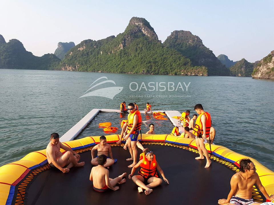Halong oasis bay party cruise.jpg