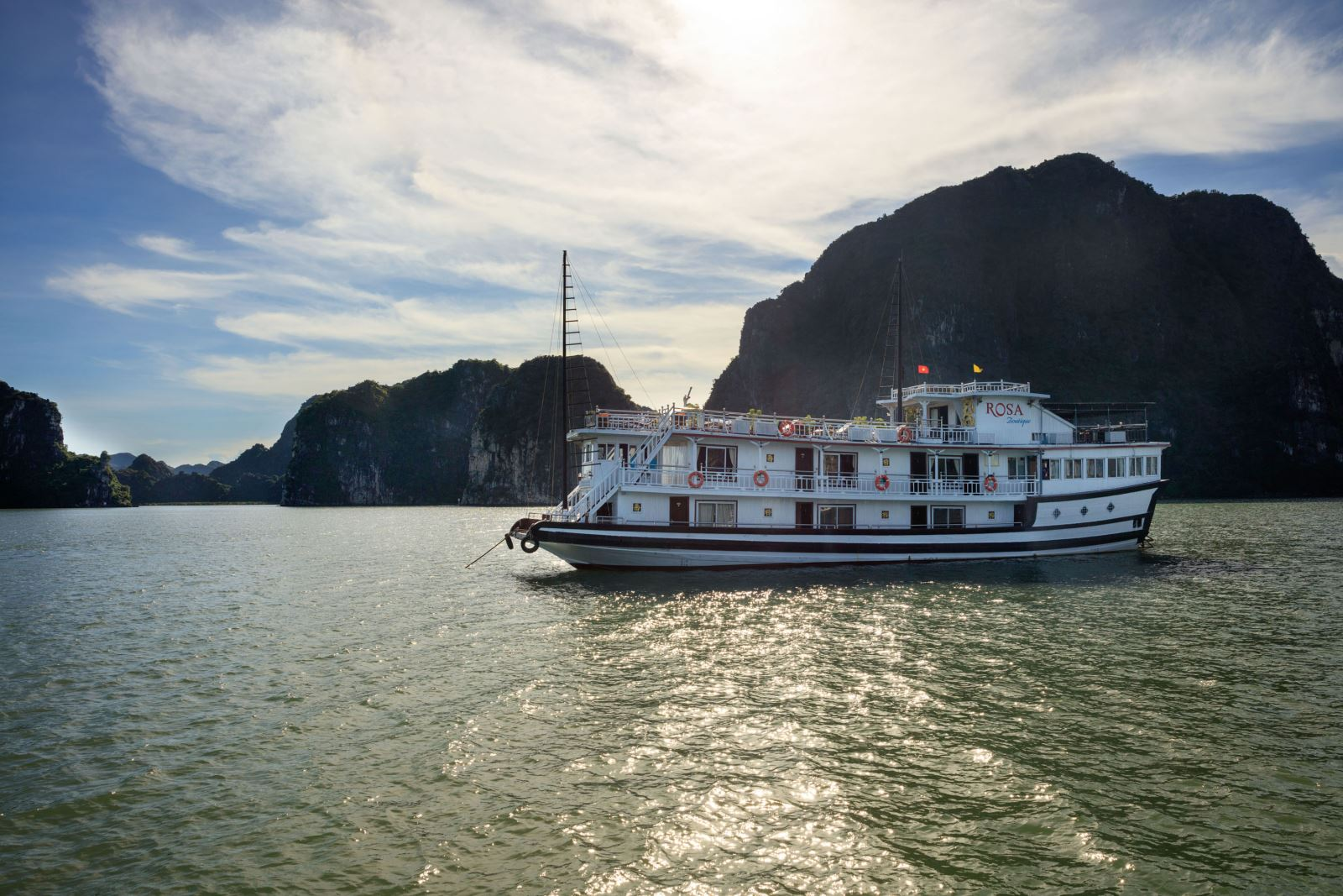 Overview of Halong rosa boutique cruise