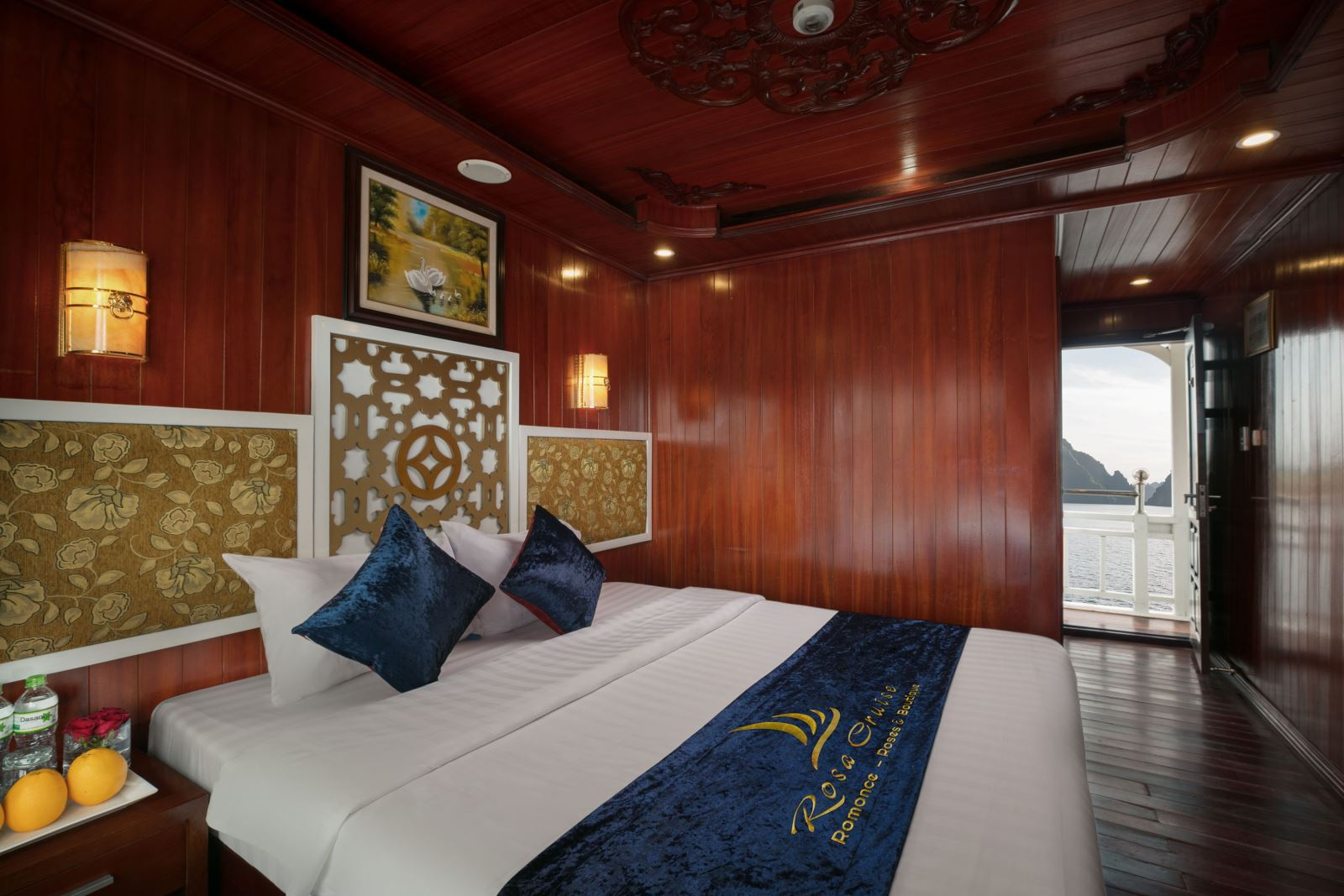 double bed room on Halong rosa boutique cruise
