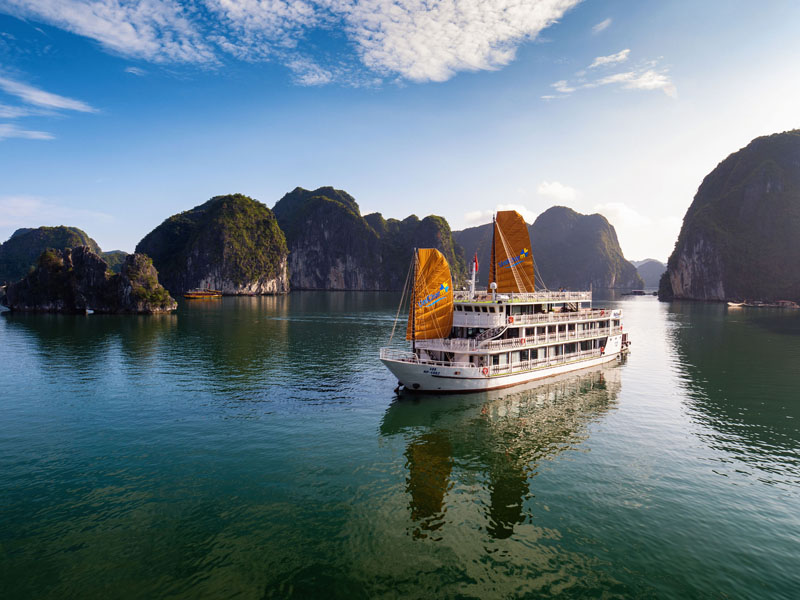 Unicharm cruise halong cat ba.jpg
