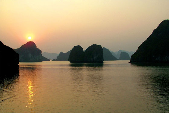 sunset in Halong bay.jpg