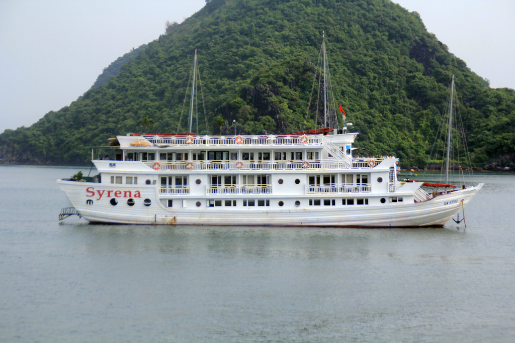 halong bay cruise picture.jpg