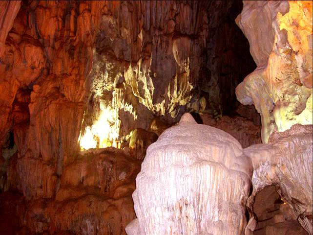 cat ba thien long cave.jpg