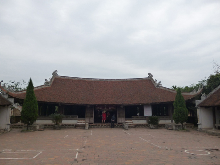 Duong Lam Ancient Village Daily tour