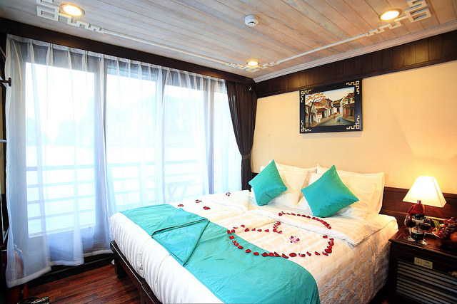 halong glory legend cruise-honeymoon.jpg