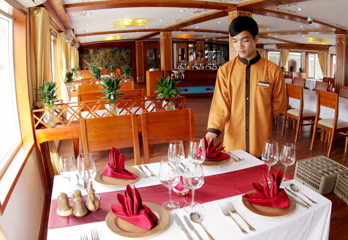 halong huong hai sealife cruise - restaurant