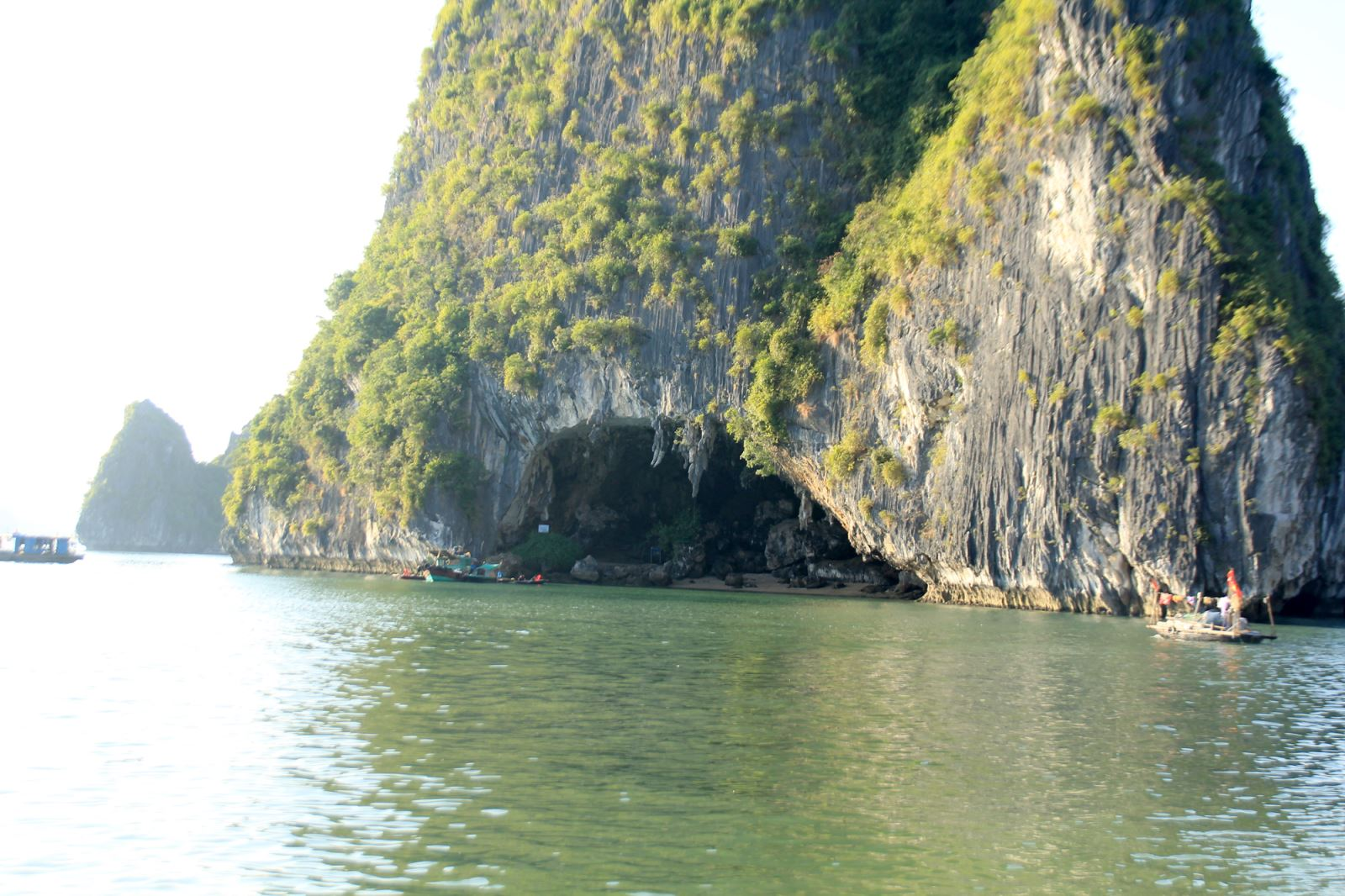 grottoes in halong