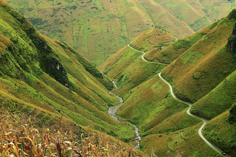 Budget Ha Giang Motorbike Tour in 3 days 4 nights