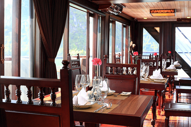 halong glory legend cruise-dinning room.jpg