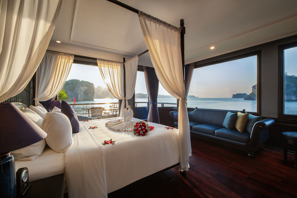 Halong rosy cruise - VIP room