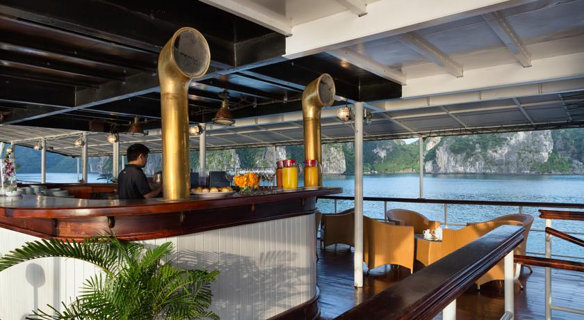Halong emeraude cruise - bar.jpg
