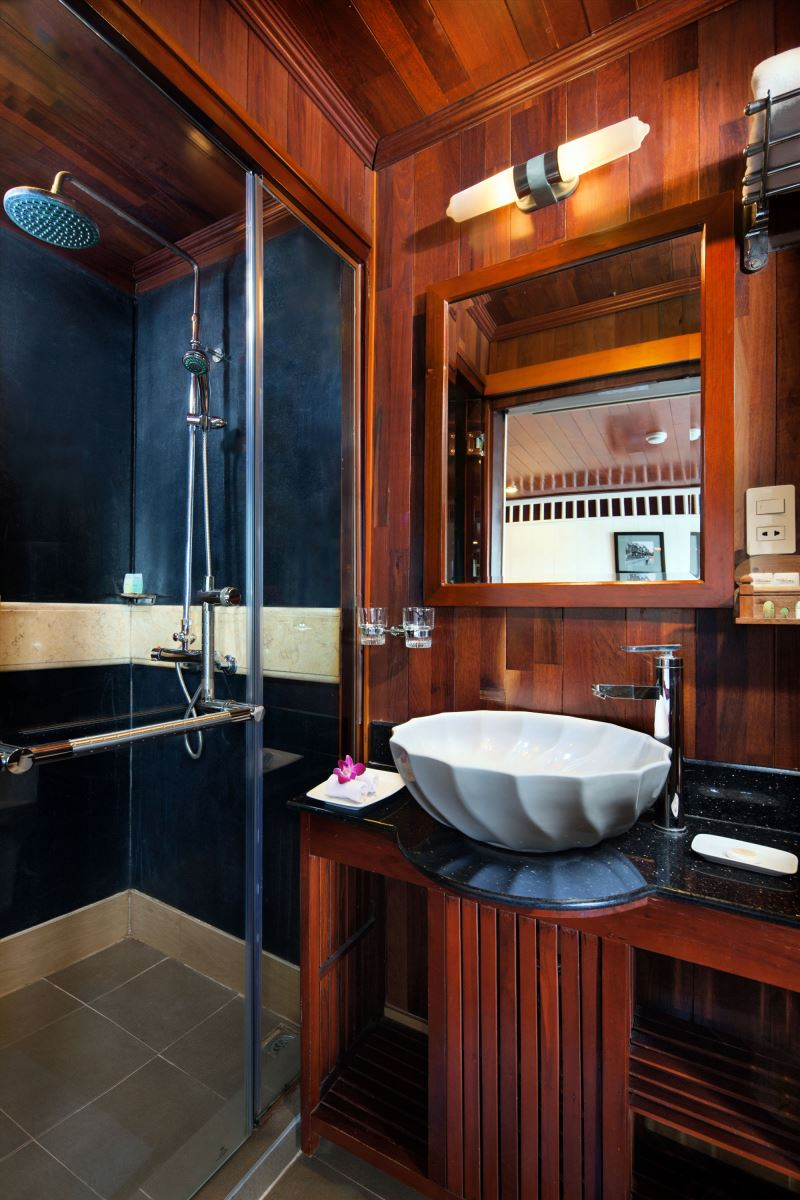 halong paloma cruise - bathroom.jpg