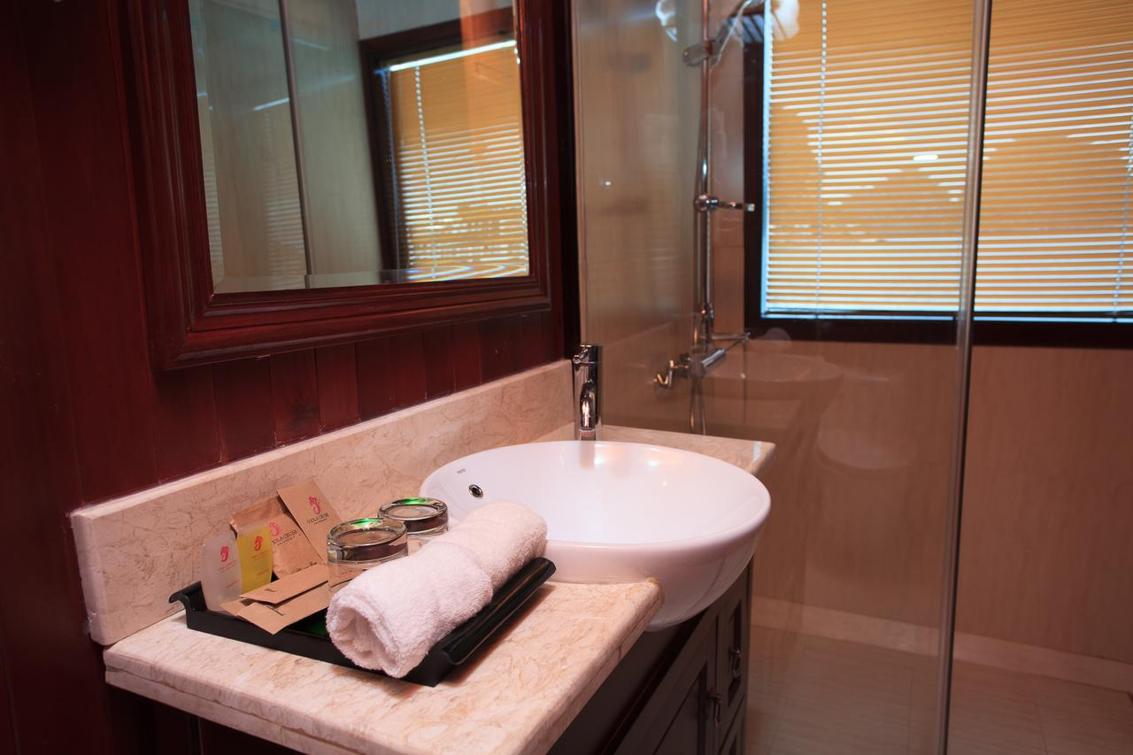 halong viola cruise - bathroom.jpg