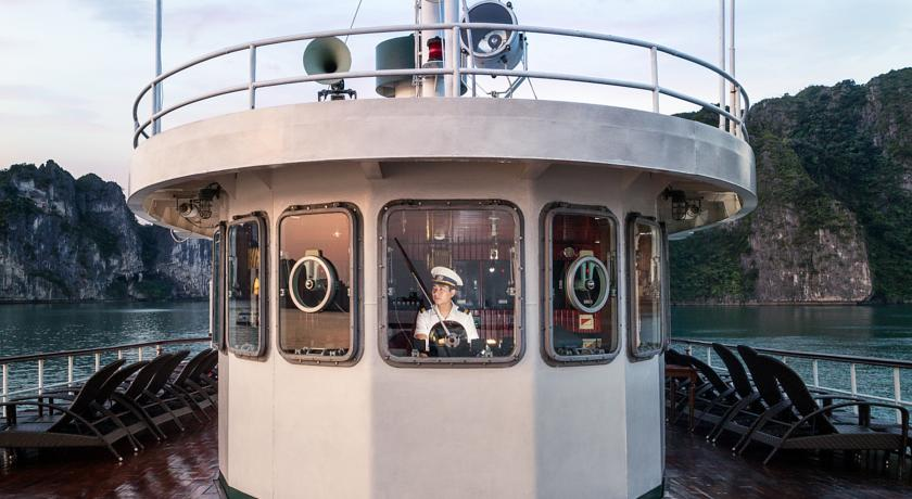 Halong emeraude cruise - captain.jpg