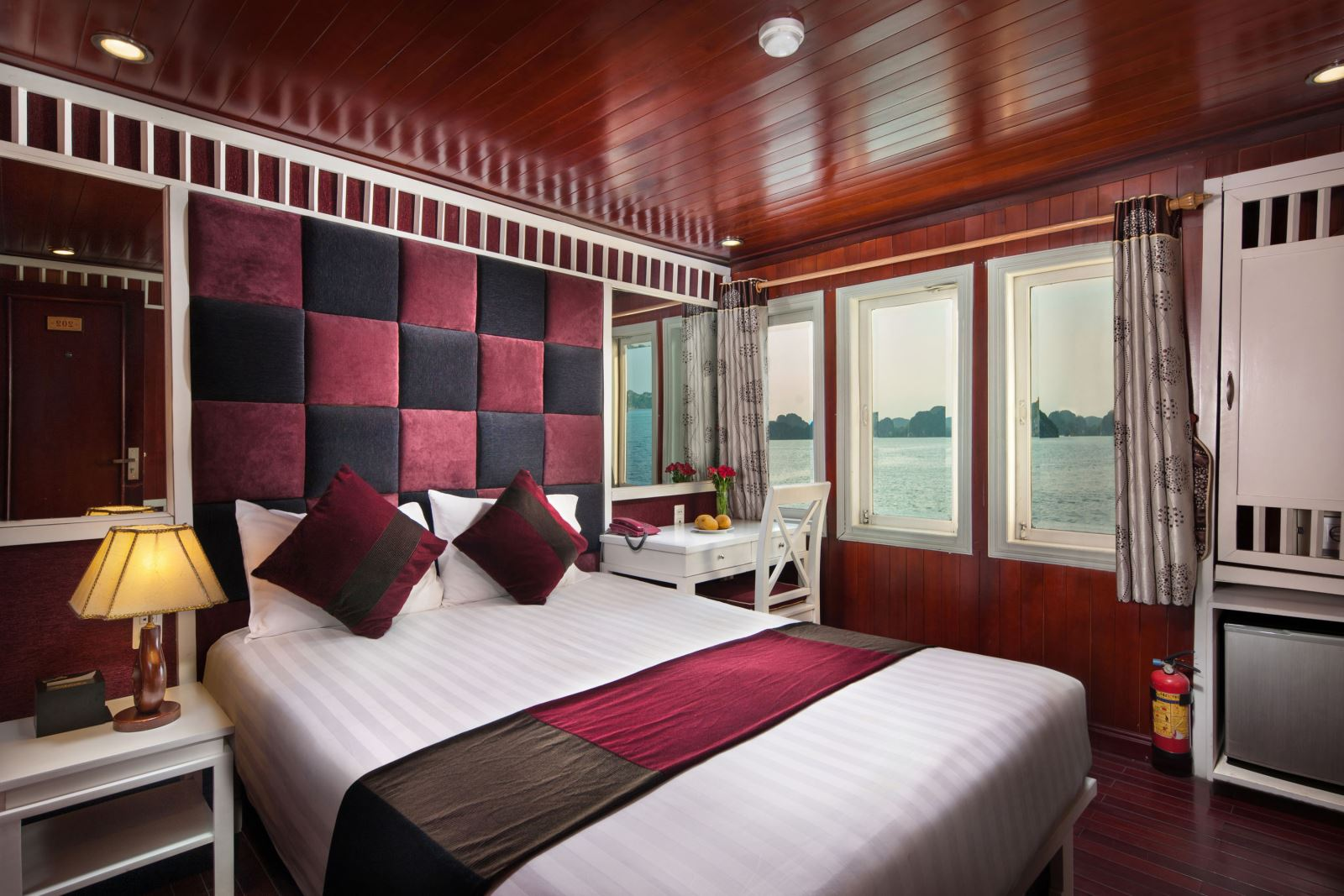 halong paloma cruise - bed room.jpg