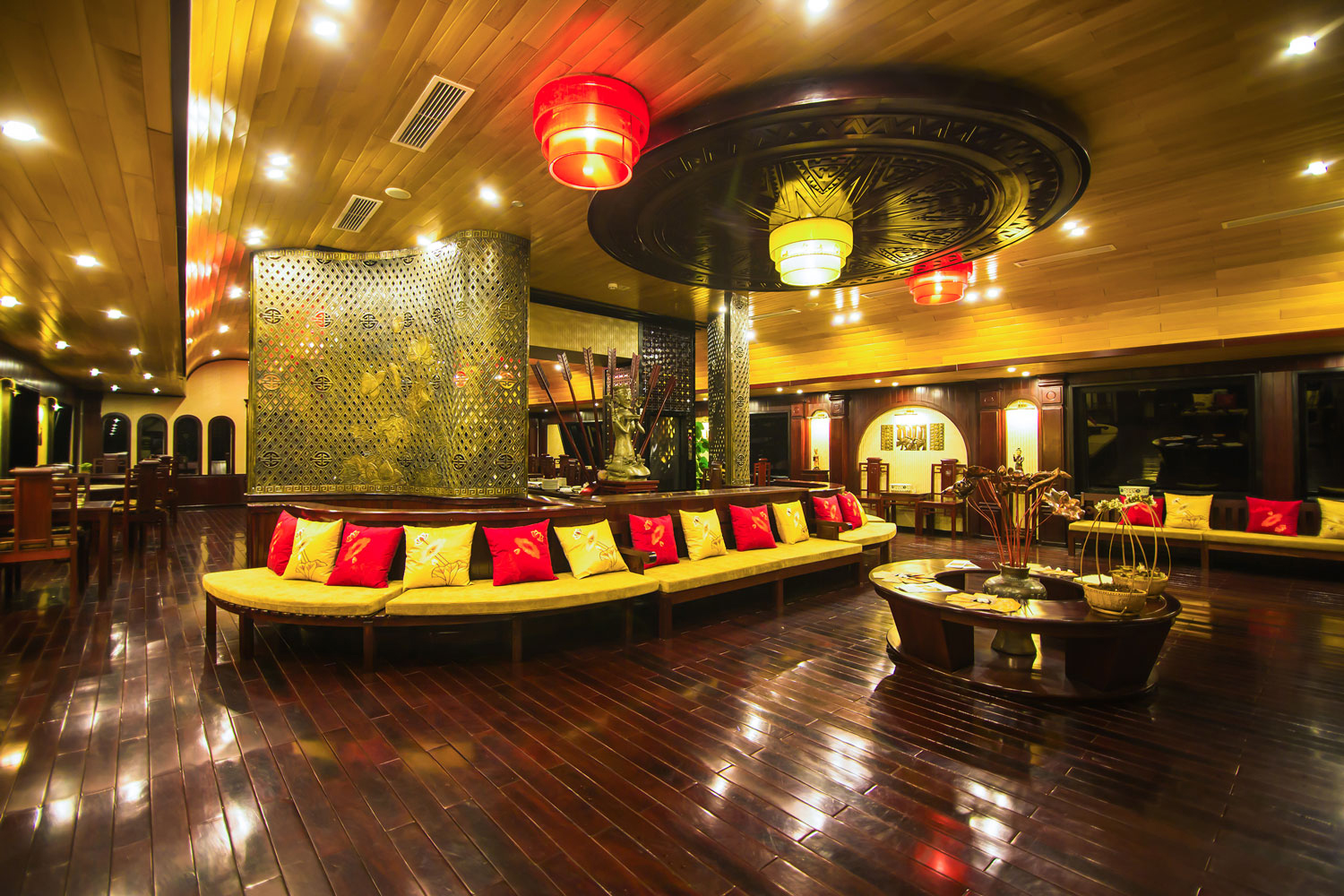 halong dragon legend cruise-dinning room.jpg