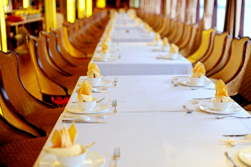 halong golden cruise-dinning room.jpg
