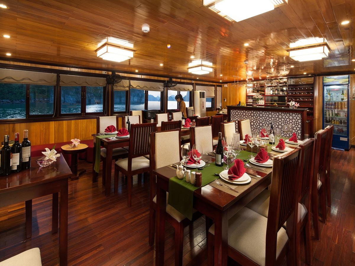 halong garden bay cruise -dinning room.jpg