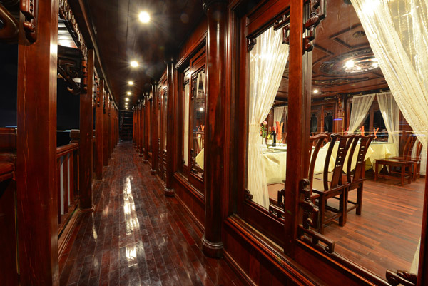 halong royal palace cruise - dinning room.jpg