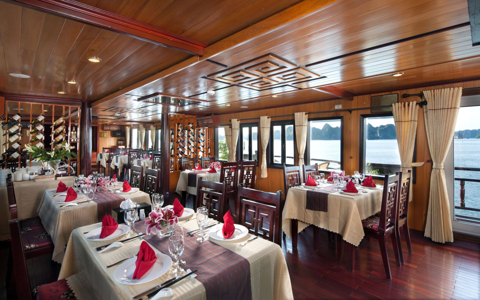halong paloma cruise - dinning room.jpg