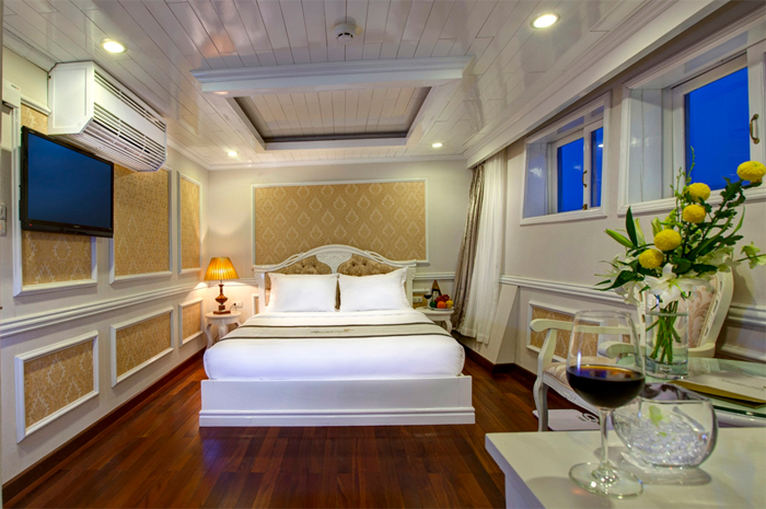 Double room on Signature cruise halong bay