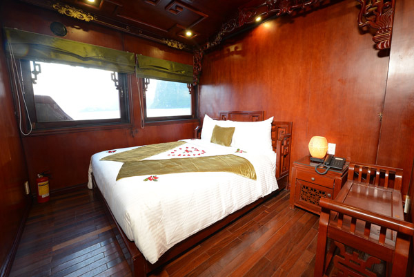 halong royal palace cruise - bed room.jpg