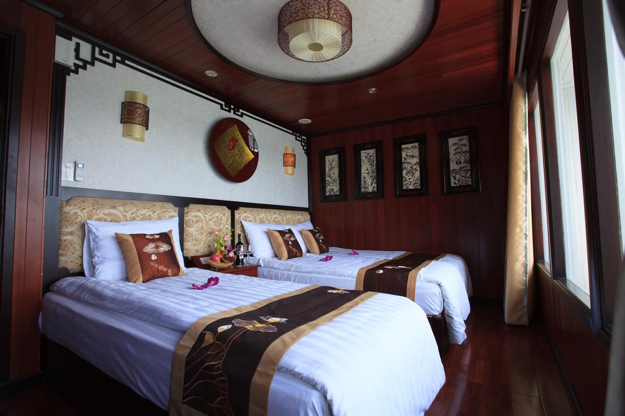 halong viola cruise - bed room.jpg