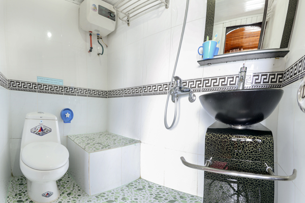 halong fantasy cruise-bathroom.jpg
