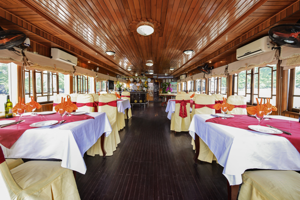 halong fantasy cruise-dinning room.jpg