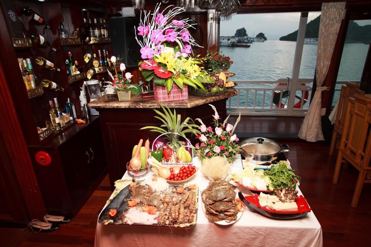 halong viola cruise - food.jpg