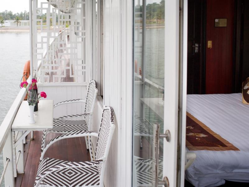 halong golden sun cruise-balcony.jpg