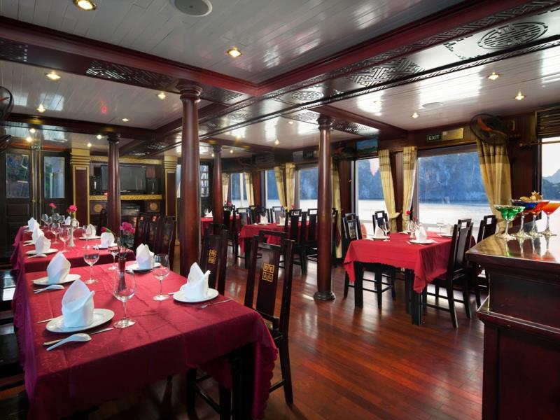 halong golden sun cruise-dinning room.jpg