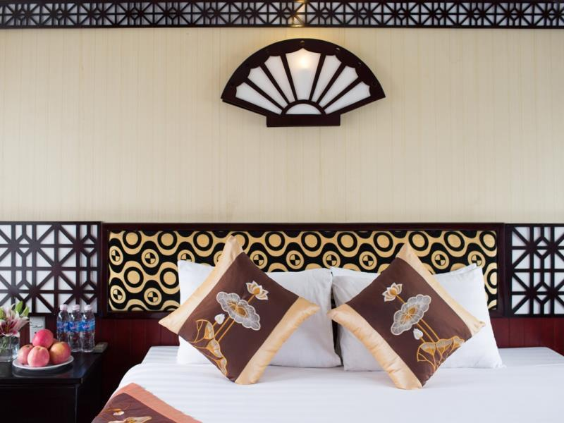 halong golden sun cruise-bed room.jpg