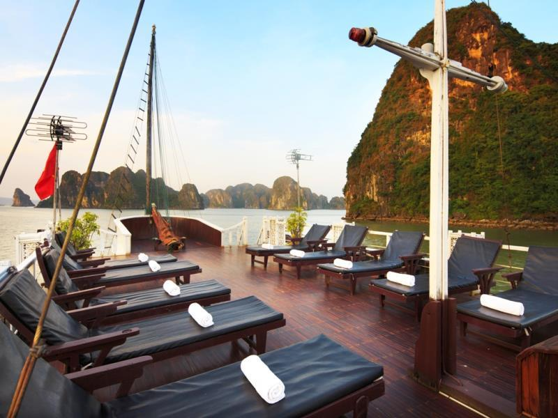 halong golden sun cruise-sundeck.jpg