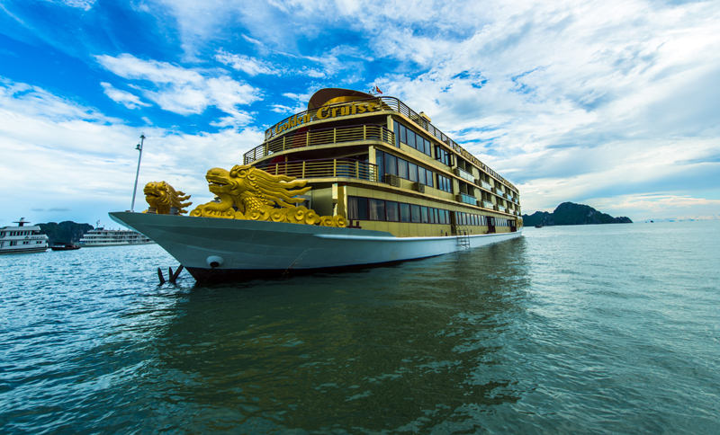 halong golden cruise -view.jpg
