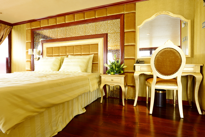 halong golden cruise - bed room.jpg